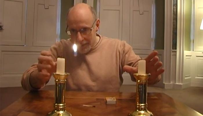 Фокус с перемещением огонька свечи.